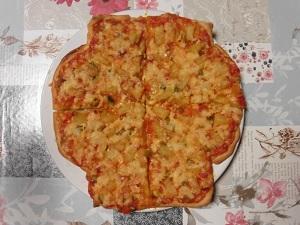 Snel pizza maken gebakken en gesneden