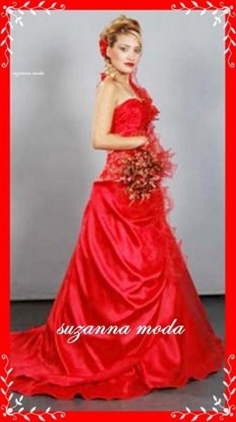 Kırmızı nişan ve kına kıyafeti
