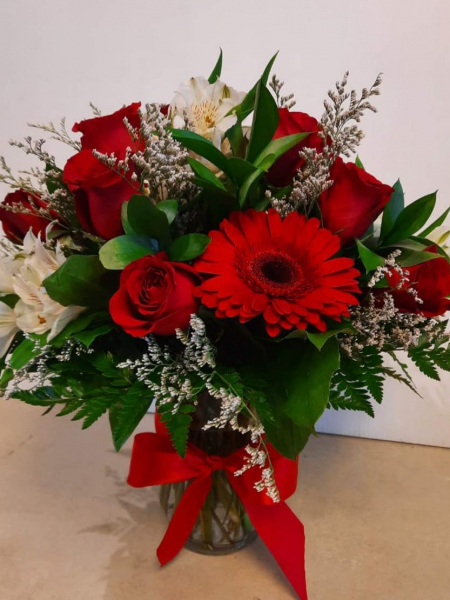 Montreal flowers   Laval Flowers   Love and Romance Flower Arrangements flowers for love and romance   AR02 CD  104