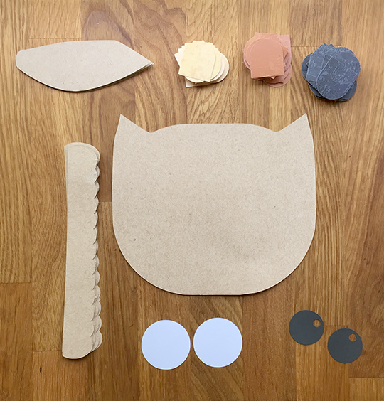 All the pieces to assemble big owl door decoration