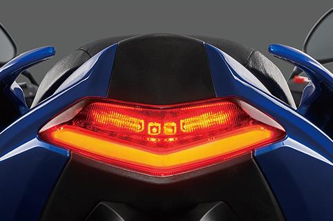 雙層LED尾燈
