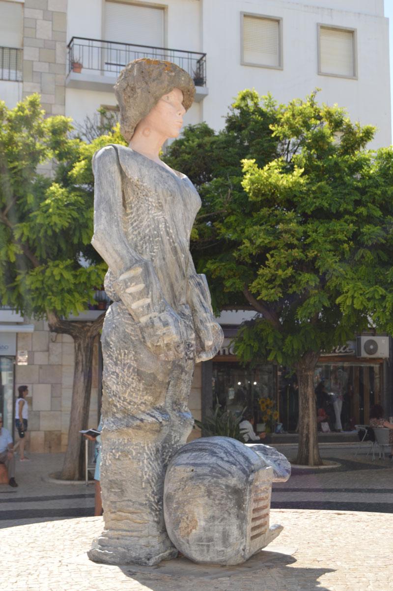lagos-statue
