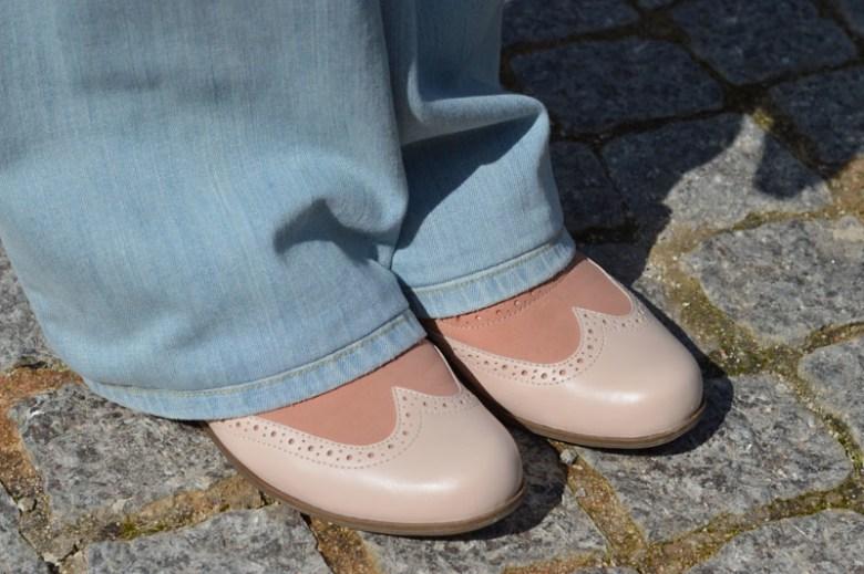 Wide legged jeans