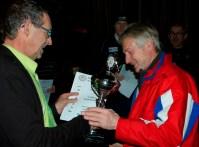 AlbertGerritsen_overhandigt_WA-bokaal2012_aan_HCA-UdoMeijer