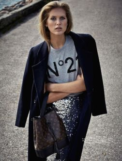 graphic tee fashion stylish chanel skirt