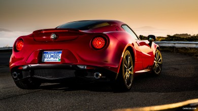 Alfa Romeo 4C Coupe Red behind