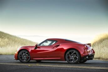Alfa Romeo 4C Coupe Red side