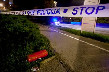 Zagreb, 150918. Horvacanska cesta. Policija obavlja ocevid na mjestu samozapaljenja osobnog vozila marke Renault Laguna. Foto: Tomislav Kristo / CROPIX