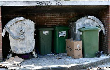 Zagreb, 160918. Ravnice. Nepoznati pocinitelj nocas je u vrlo kratkom vremenu zapalio cetiri kontejnera na podrucju Ravnica. Na fotografiji: kontejneri. Foto: Ronald Gorsic / CROPIX
