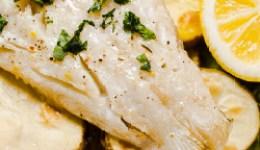 Treska s cibulkou a bramborem