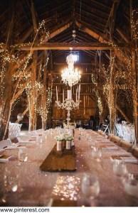 květiny v rustik styu, stodola, svatební stůl