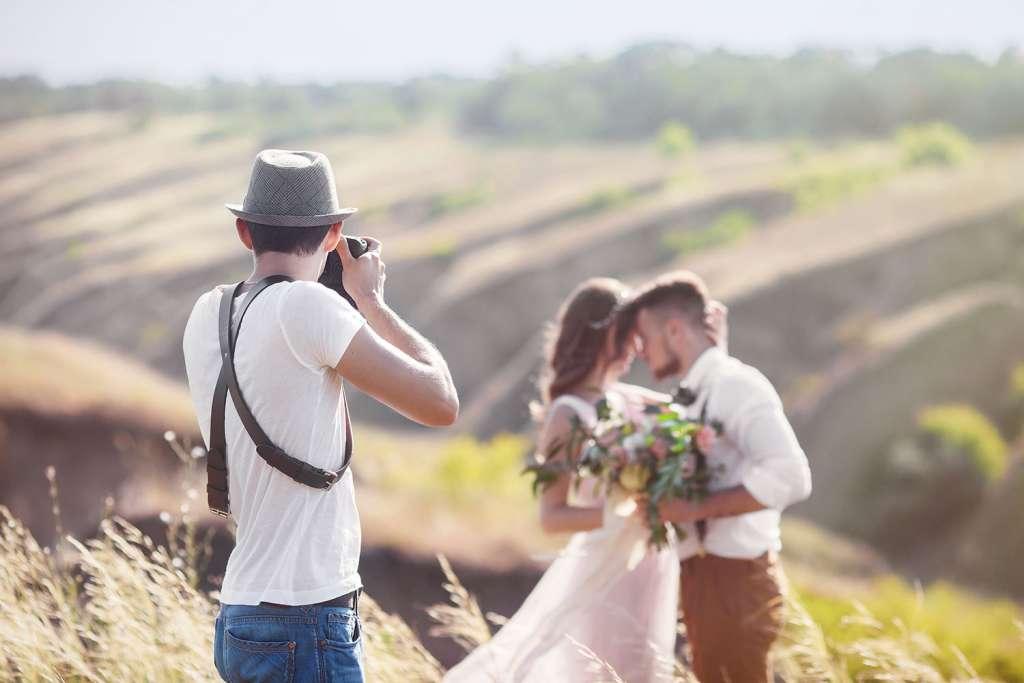 15 OTÁZEK NA KTERÉ SE MUSÍTE ZEPTAT FOTOGRAFA NEŽ SI PLÁCNETE