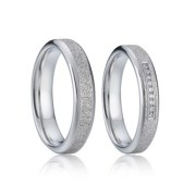 prsteny z chirurgické oceli
