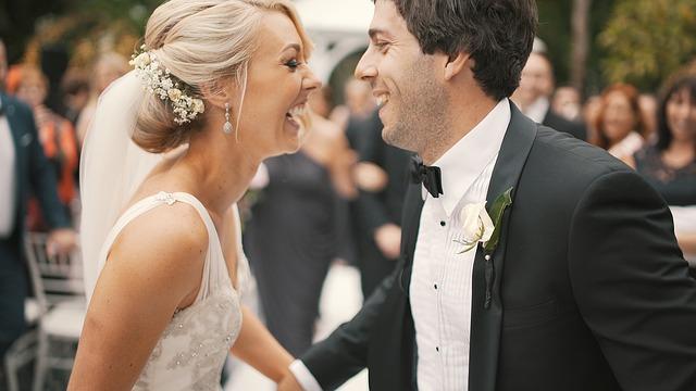 Neokoukané svatební hry kseznámení ipobavení