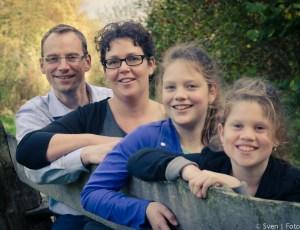 Stormachtige familieshoot in het park