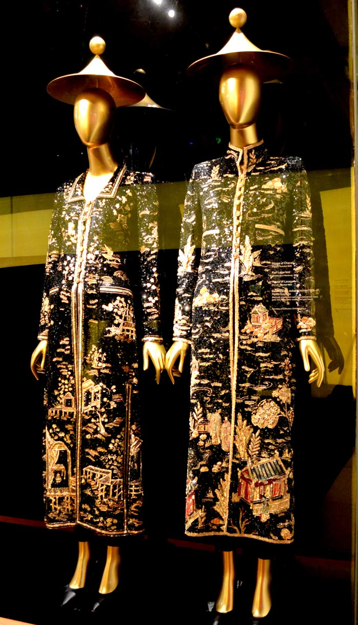 Exhibition china through the looking glass for Metropolitan museum of art exhibitions