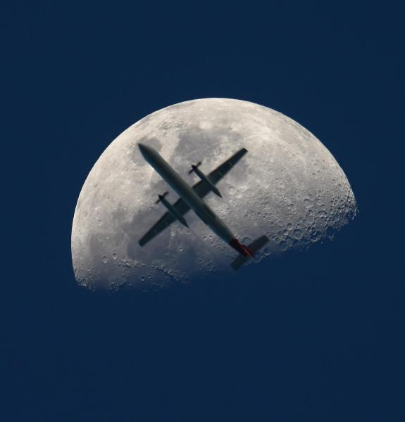 Slika dana: Avion na Mesecu [18.08.2013]