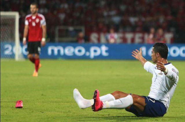 Albanski navijači uzvikivali