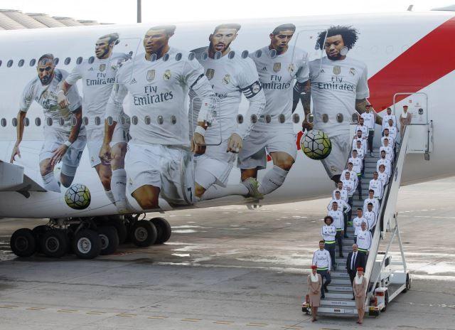 Avion ukrašen likovima igrača Reala (2)