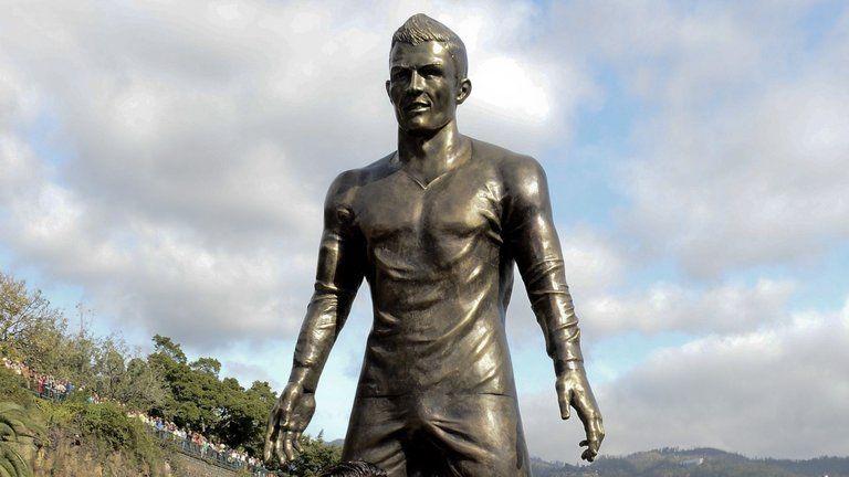 cristiano-ronaldo-statue-funchal_3398279