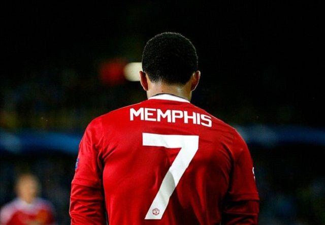 Navijači Uniteda razapeli Memphis Depaya na Twitteru