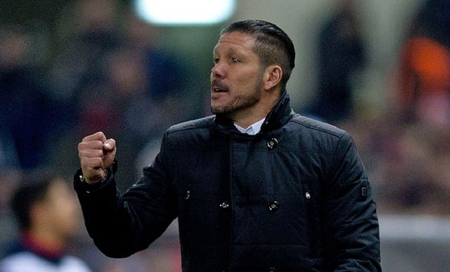 MADRID, SPAIN - JANUARY 07: Head coach Diego Pablo Simeone of Atletico de Madrid encourages his team during the Copa del Rey Round of 16 first leg match between Club Atletico de Madrid and Real Madrid CF at Vicente Calderon Stadium on January 7, 2015 in Madrid, Spain. (Photo by Gonzalo Arroyo Moreno/Getty Images)