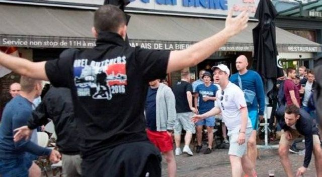 Ruski huligani napali španjolske turiste izvan katedrale u Kolnu