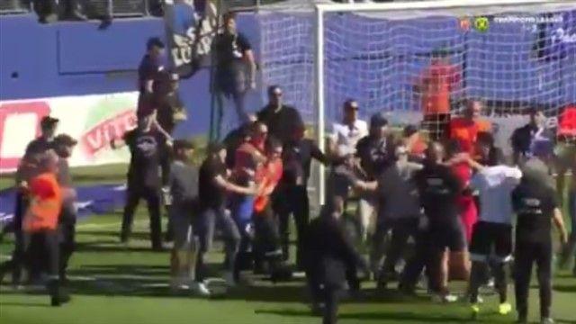 VIDEO: Navijači Bastije napali igrače Lyona za vrijeme zagrijavanja!