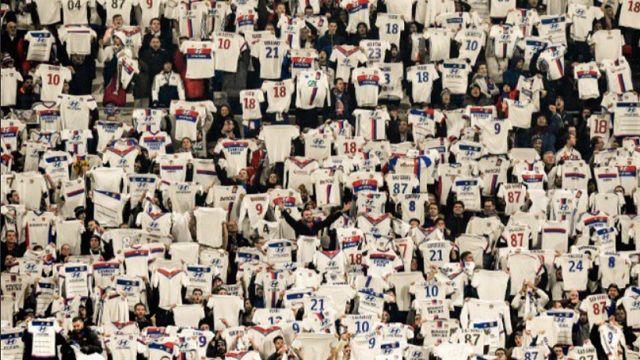 Zašto su navijači Lyona držali dresove u 18. minuti protiv Montpelliera?