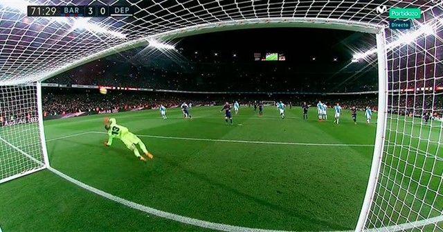 Pogledajte kako je golman Deportiva proslavio odbranjen penal Messiju na 3:0 (FOTO)