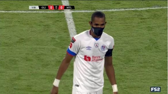 Prvi nogometaš koji nosi masku