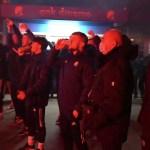 """(VIDEO) Pogledajte slavlje navijača i igrača Dinama ispred stadiona: Oršić """"letio"""" u zrak"""