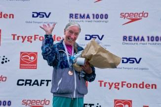 Lis Petersen - ældste damesvømmer ved TrygFonden Christiansborg Rundt 2018. 80 år gammel. Lis er uhelbredeligt syg af kræft på stemmebåndet, men vil ikke lade sygdommen holde hende tilbage fra en god svømmeoplevelse - så længe kroppen vil det.