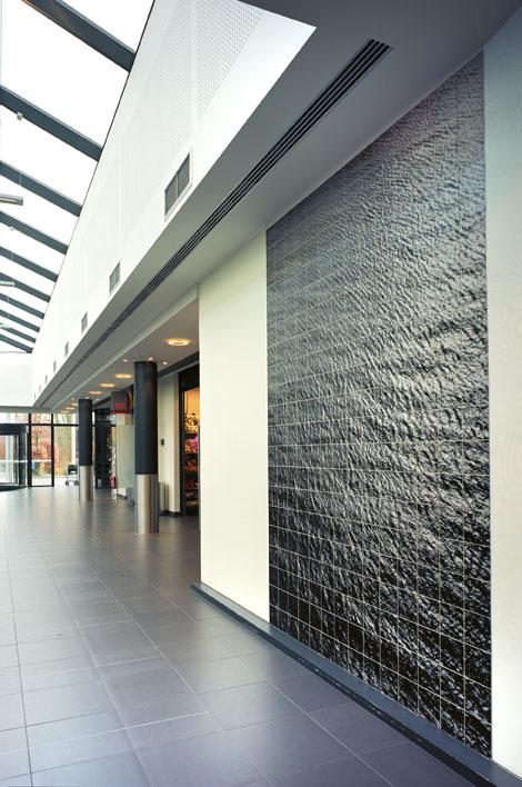 Nieuw inkomgebouw UZA met commerciële ruimtes