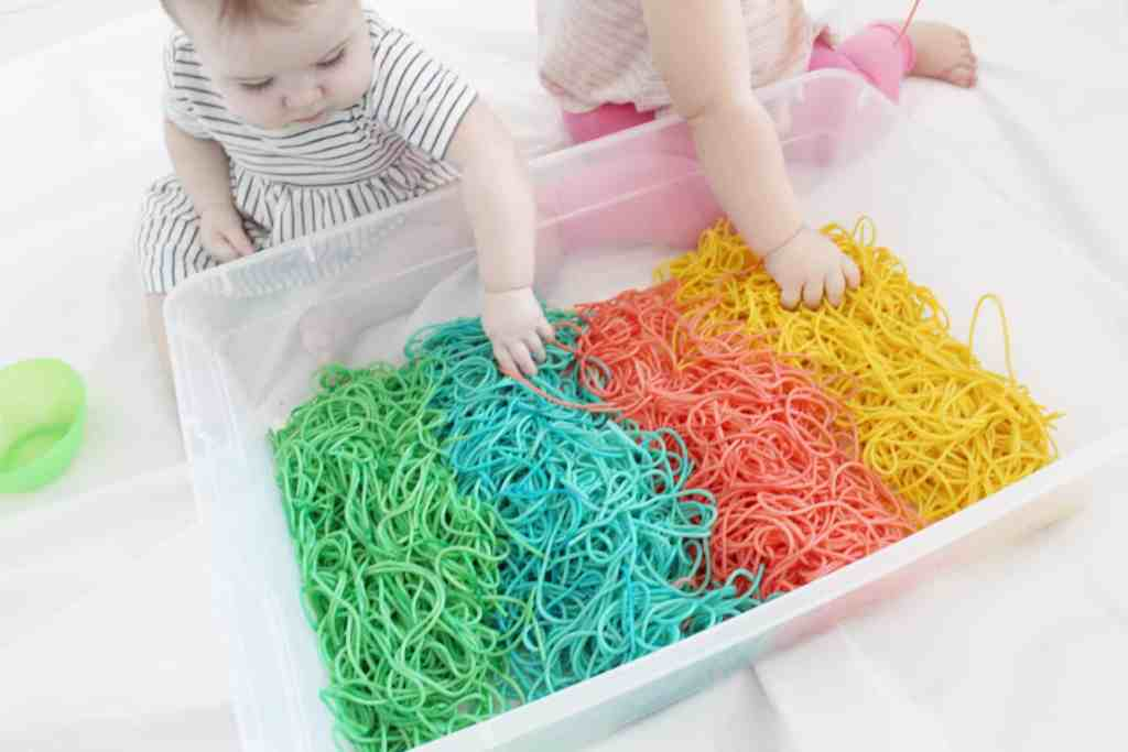How to dye spaghetti for sensory activity