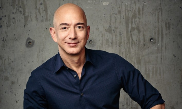 أغنى رجل في العالم يتنحى عن منصبه في 5 يوليو