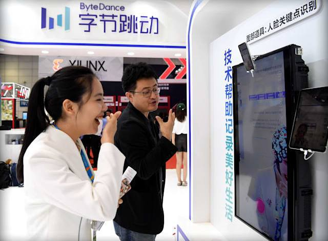 الصين تغلق تطبيق للشركة مالكة تيك توك بسبب عرض محتوى محظور