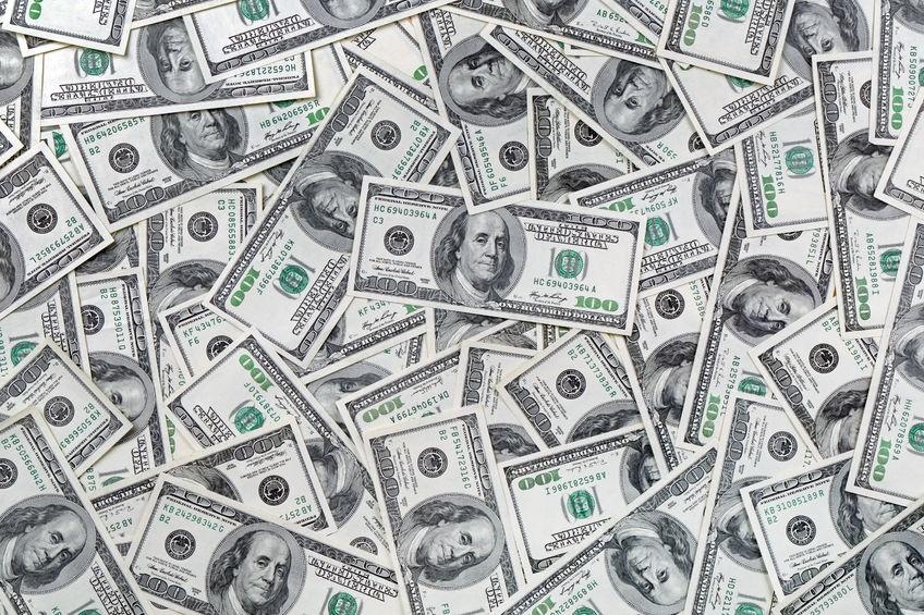 صراع التريليون دولار يلتهب : ابل تقترب وأمازون في الصورة