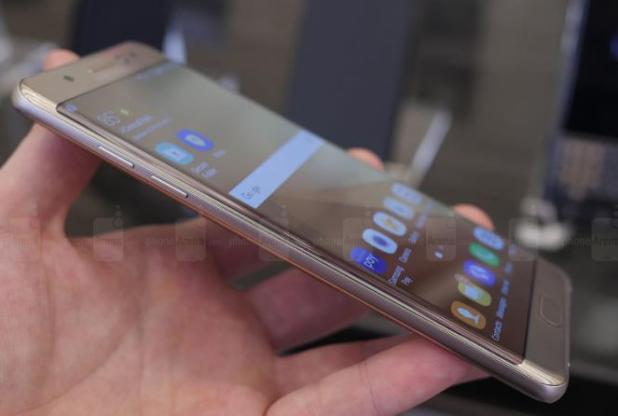 أول هاتف نوت بشاشة منحنية