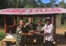 Merasa Aman, Warga Serahkan Sig Sauer Kepada Satgas Pamtas Yonif Para Raider 330 Kostrad