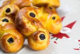 Baked saffron buns