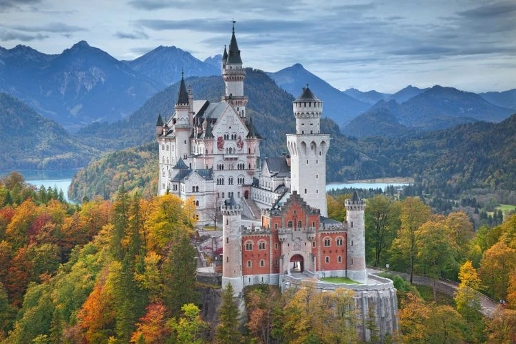 neuschwanstein castle autumn