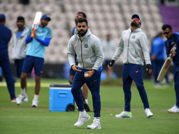 Virat Kohli workout on Ground