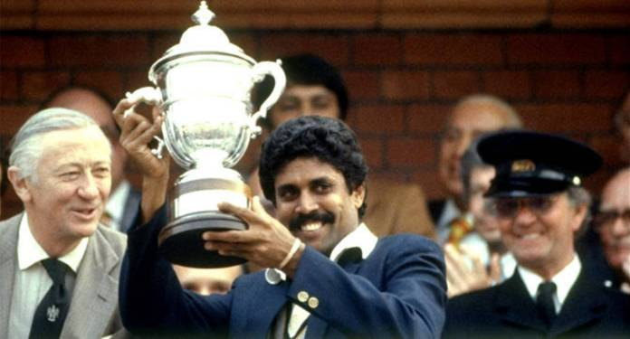 Kapil Dev lifting World Cup 1983, India 1983 World Cup