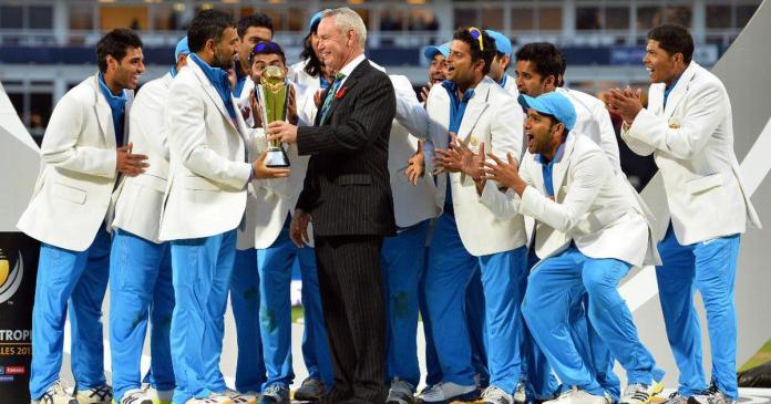 Indian Team with Champions Trophy 2013, ICC champions trophy 2013, ms dhoni with champions trophy 2013