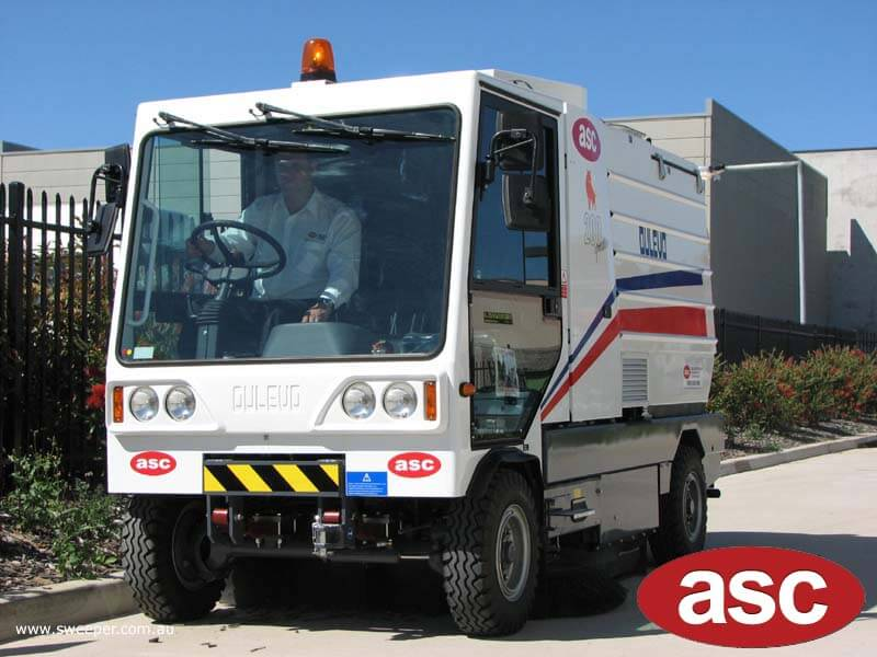 ASC Dulevo 200 sweeper with man 6