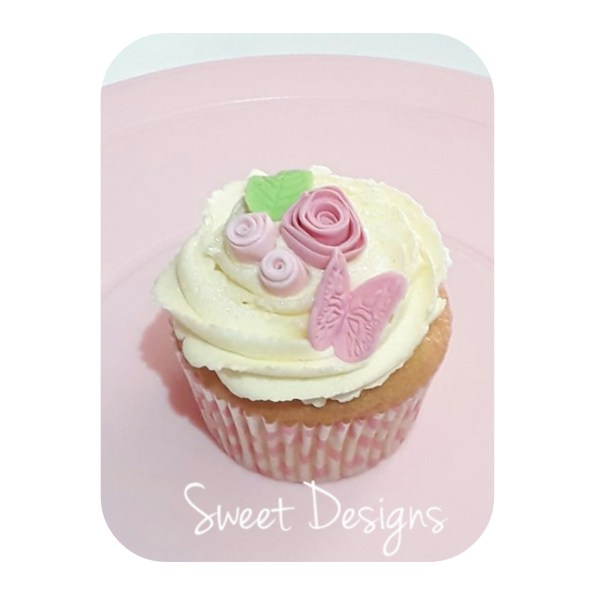 Cupcake with fondant butterfly and flowers