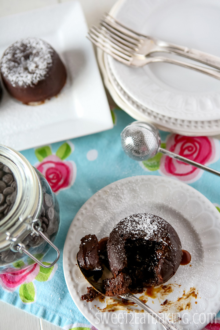 Chocolate and Salted Caramel Molten Lava Cakes by Sweet2EatBaking.com   #chocolate #molten #lava #cakes #puddings #recipe #baking
