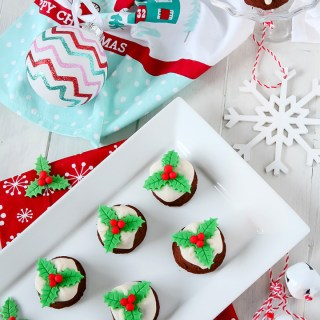 Mini Christmas Pudding Cupcakes with Custard Flavoured Icing