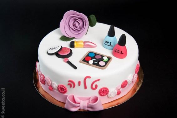 עוגה של איפור וסטייל מעוצבת מבצק סוכר ליום הולדת